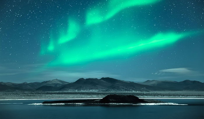 northern-lights-hunting-travel-winter-dooddot-00